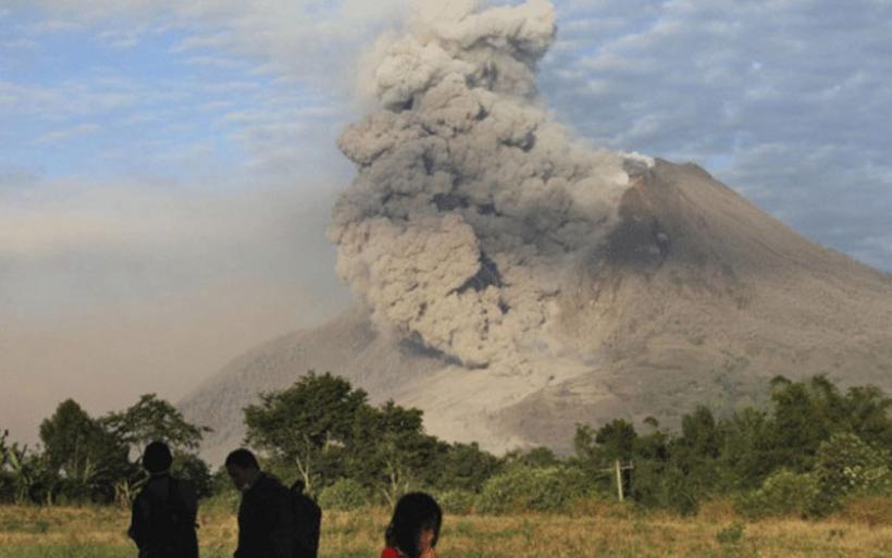 Ινδονησία: Εξερράγη το ηφαίστειο του όρους Σιναμπούνγκ