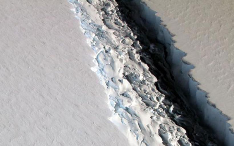 Γιγάντια ρωγμή εξαπλώνεται ανησυχητικά στην άκρη της Ανταρκτικής
