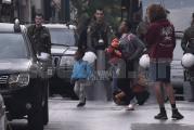 Η ΕΛ.ΑΣ. εκκενώνει κτήρια στα Εξάρχεια