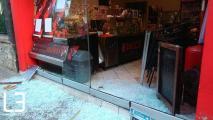 Άγνωστοι επιτέθηκαν στο κατάστημα του εργοδότη που κατηγορείται για τον ξυλοδαρμό διανομέα