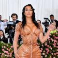 H Kim Kardashian αποκαλύπτει με βίντεο πώς με ένα τρικ μπήκε στο φόρεμα για το Met Gala 2019