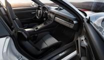 Η Porsche «ξεγυμνώνει» την 911 και εκτινάσσεται στα 323χλμ/ώρα