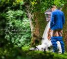 Η γαμήλια φωτό που έγινε viral: Νιόπαντρο ζευγάρι ποζάρει σε σεξουαλική στάση