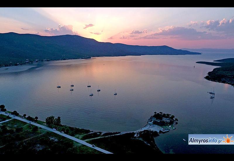 Ηλιοβασίλεμα στις όμορφες Νηές από ψηλά (φωτο)